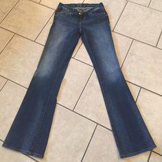It jeans It jeans!! Very cute. Excellent condition!! It Jeans Boot Cut
