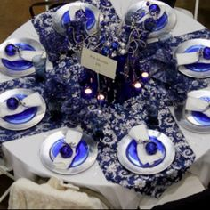 Blue & White Christmas Table   Pinterest   Tablescapes, Table ...