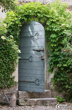 """Come to my garden..."" (a gorgeous secret garden), stone, vines and an old wooden door... make a nice design element in the garden."