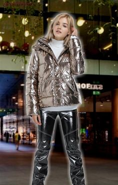Vinyl Outfits, Leather Pants Outfit, Vinyl Clothing, Puffy Jacket, Bomber Jacket Men, Rain Wear, Nylons, Latex, Winter Fashion