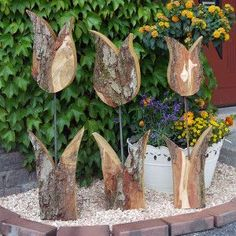 Woodcarving is one of the most exciting hobbies that nearly any person, with the right wood carving tools, can become a part of. Wood Log Crafts, Scrap Wood Projects, Woodworking Projects, Bright Paintings, Creation Deco, Wood Flowers, Wooden Gifts, Nature Crafts, Spring Crafts