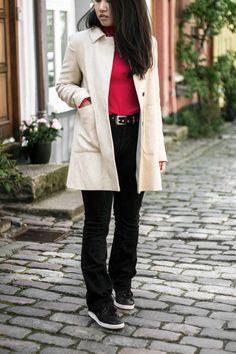 Affiliate links Zara coat (similar)   H&M shirt (similar)   Cheap Mondayjeans (similar)   Adidas sneakers (similar) Jeg har glædet mig til at lufte den her frakke i flere måneder! Det er skønt når vejret tillader det. Samtidig, synes jeg at den passer rigtig godt sammen med den røde trøje. … Continue Reading
