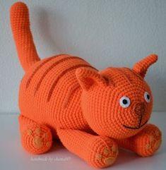 made by home: Haakpatroon Dikkertje dik gratis nach Hause Gato Crochet, Crochet Diy, Crochet Dolls, Amigurumi Patterns, Amigurumi Doll, Crochet Patterns, Knitting Patterns, Crochet Animals, Baby Blanket Crochet