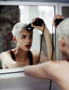 Agyness Deyn and her lovely white hair Queer Hair, Short Hair Cuts, Short Hair Styles, Agyness Deyn, Shave My Head, Bald Girl, Bald Women, Bald Heads, Androgynous