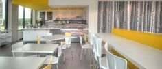 Projet Bistro Syscomax - restauration, wood image wall, yellow punch, restauration, murale viynile bouleaux, accent de jaune.