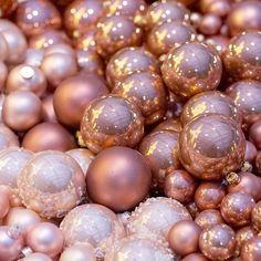 Juste magnifiques ces boules de Noël #noel #noël #bouledenoel #decorationnoel #noel #perenoel