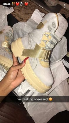Image about prinxessvibess in ᏚᎻᎾᎬᏚ ? Sneakers Fashion, Fashion Shoes, Shoes Sneakers, Shoes Heels, Streetwear, Baskets, Aesthetic Shoes, Fresh Shoes, Hype Shoes
