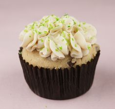 irish cream cupcakes w/ bailey's buttercream frosting