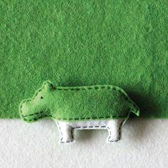 "tienda online de Singapur ""The Lorem Ipsum Store"" pantone-hippo Felt Pincushions, Diy Y Manualidades, Animal Graphic, Animal Decor, Pantone Color, Pantone Green, Mosaic Patterns, Felt Toys, Felt Animals"