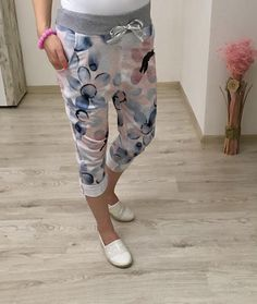 Letné tepláky Capri Pants, Fashion, Moda, Capri Trousers, Fashion Styles, Fashion Illustrations
