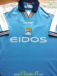 Vintage Le Coq Sportif Manchester City replica home football shirt from the 1999/2000 season.  Condition of this vintage shirt is 8/10 – Excellent, Some small bobbles and pulls (see photos).  Material is bright, vivid and smooth. Fantastic looking shirt, ideal for a collection of your own.