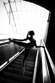 Ballet Dancer on Escalator Dance Photography Poses, Dance Poses, Dance It Out, Just Dance, Dancers Among Us, Dance Dreams, Street Dance, Ballet Dancers, Ballerinas