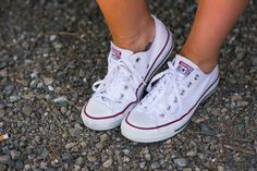 Easy #converse 4th of July outfit ideas — tan & wild
