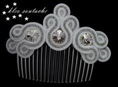 Soutache Earrings, Beaded Brooch, Hand Embroidery Designs, Beaded Embroidery, Handmade Felt, Handmade Jewelry, Bag Pattern Free, Hair Decorations, Hippie Jewelry