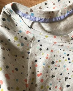 #soiselflesssewing Week 2: Obstacles ⏰ TIME!! If only I had lots more of this to sew all the things for everybody!  this pretty spotted fabric called for a very pretty spotted trim for my latest selfless sewing make!  #sewing #handmadewardrobe #lindensweatshirt #spottyfabric #spots #grainlinestudio #jersey #selflesssewing #guthrieghani #sewcialist #isew #lovetosew #sewingblogger…