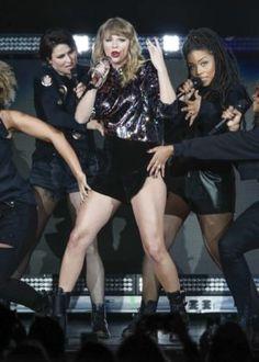 Taylor Swift - Performs at Pepsi Jingle Bash - Posted on December 2017 All About Taylor Swift, Taylor Swift Hot, Swift 3, Punk, Emma Stone, Legs, Celebrities, Selena Gomez, December