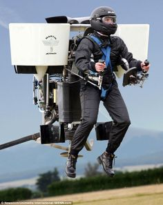 Jetpack - New Zealander Glenn Martin has created extraordinary piece of machinery in which a 'pilot' stands on a platform at the front, using a console to control two vertical engines that mimic the behavior of the jet engines