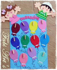 Aniversários                                                                                                                                                                                 Mais Classroom Birthday, Birthday Board, Classroom Decor, Class Decoration, School Decorations, Angst Im Dunkeln, Diy And Crafts, Crafts For Kids, Birthday Charts