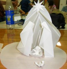 This is absolutely wonderful! Origami Nativity, Christmas Nativity Set, Nativity Crafts, Diy And Crafts, Christmas Crafts, Origami And Kirigami, Paper Crafts Origami, Christmas Origami, Paper Folding