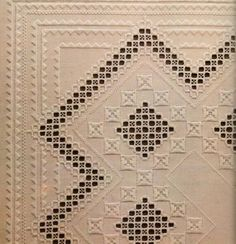 No photo description available. Hardanger Embroidery, Embroidery Stitches, Embroidery Patterns, Hand Embroidery, Drawn Thread, Bargello, Crochet Designs, Needlework, Cross Stitch