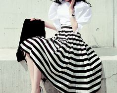 Puffy sleeves + full skirt: a big hat will complete the outfit
