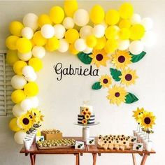 DIY Yellow & White Balloon Garland Kit Inflate the balloons to different sizes to create a better look. Sunflower Birthday Parties, Yellow Birthday Parties, Sunshine Birthday Parties, Sunflower Party, Sunflower Baby Showers, Baby Birthday, First Birthday Parties, Birthday Party Themes, First Birthdays