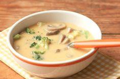 U nás doma se polévky nikdy moc nejedli. Od doby, co dělám tuto, se po ní všichni mohou potrhat!Rychlá brokolicová polévka se sýrem a žampiony – chutná skvěle!