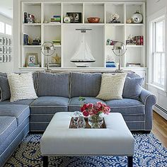 Coastal living rooms can be reached by playing the colors of the sky, sand and sea to make a dreamy coastal theme. Bring the topics of the beachfront in your living space and station coastal posh with soft furnishings in soothing whites, washed-out lace and trendy colors of blue. A weathered, faded appearance is the …