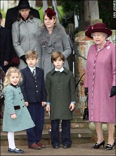 Telegraph:  front-Margarita Armstrong-Jones, Arthur Chatto, Charles Armstrong-Jones and Queen Elizabeth; back-Lady Sarah Chatto, Viscountess Linley, Christmas 2006