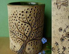 Splintered Arts: A Pot and Two Bowls Clay Mugs, Ceramic Mugs, Ceramic Art, Clay Art Projects, Polymer Clay Projects, Pottery Mugs, Ceramic Pottery, Pottery Handbuilding, Hand Built Pottery
