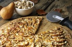 Ever get sick of eating the same old pizza? Try this exciting sweet & savory pear, goat cheese and pistachio pizza! Pizza Recipes, Wine Recipes, Vegetarian Recipes, Cooking Recipes, Yummy Recipes, Goat Cheese Pizza, Pizza Food, Dessert Pizza, Pear Pizza