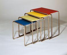 Hoy es la inauguración de la feria Puro Diseño en la Rural. Blue estará allí y a partir de eso nuestra lista de hoy girará en torno a diseñadores pero sobre todo a grandes diseños que sentaron las bases históricas de esa disciplina.  Es inevitable hablar de la Bauhaus, escuela alemana que