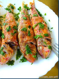 Greek Baked Red mullet (Barbounia) with lemon Greek Recipes, Fish Recipes, Seafood Recipes, My Recipes, Cooking Recipes, Low Sodium Recipes, Greek Cooking, How To Eat Better, Mediterranean Recipes