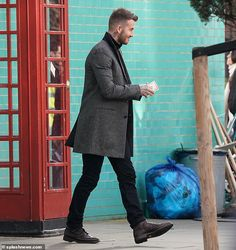 David Beckham Style Filming a Commercial in Ladbroke Grove January 2019 David Beckham Haircut, David Beckham Style, Sport Fashion, Mens Fashion, Fashion Outfits, Street Style Outfits Men, Men With Grey Hair, Hair And Beard Styles, Brand Ambassador