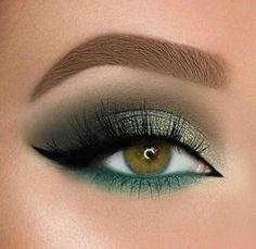 Glitter Eye Makeup, Glam Makeup, Eyeshadow Makeup, Makeup Brushes, Makeup Tips, Makeup Ideas, Eyebrow Makeup, Makeup Remover, Green Eyeshadow