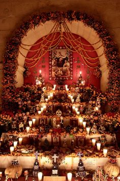 72 hours in Mexico: celebrations and spectres at the Day of the Dead parade Day Of Dead, Mexico Day Of The Dead, Day Of The Dead Party, Fete Halloween, Halloween Decorations, Halloween Halloween, Vintage Halloween, Halloween Makeup, Halloween Costumes
