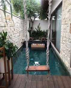 Mini piscina en jardines pequeños Small Swimming Pools, Small Pools, Swimming Pools Backyard, Swimming Pool Designs, Pool Landscaping, Lap Pools, Indoor Pools, Pool Decks, Backyard Pool Designs