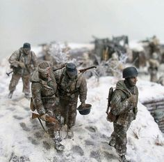 GERMAN SOLDIERS DIORAMA