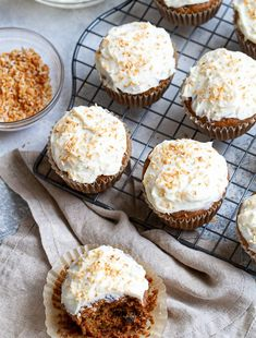 Flourless Carrot Cake Muffins that are both healthy and indulgent! Subtly spiced and sweetened muffins are topped with a lightened-up cream cheese frosting in a delicious gluten-free treat that's sure to please. Oatmeal Muffins, Oatmeal Cookies, Breakfast Muffins, Breakfast Bake, Oat Bars, Granola Bars, Greek Yogurt Muffins, Yogurt Pancakes, Carrot Cake Muffins