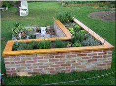 Herb Garden Pallet, Brick Garden, Potager Garden, Backyard Garden Design, Garden Paths, Garden Bridge, Raised Vegetable Gardens, Raised Garden Beds, Brick Planter