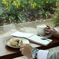 La tarde termina sí o sí con un delicioso Latte alto y un dulce Cinnamon Roll #DuetoTarde