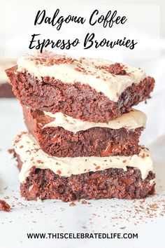 Easy and delicious dalgona coffee espresso brownies! Fudgy, chocolatey brownies topped with espresso whipped cream for a flavor expolosion. Espresso Brownies, Coffee Brownies, Fudgy Brownies, Chocolate Brownies, Sweets Recipes, Coffee Recipes, Cupcake Recipes, Baking Recipes, Drink Recipes