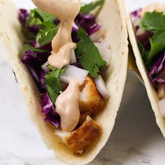 Taco Sauce Fish taco sauce is the perfect crema for your Mexican inspired seafood tacos!Fish taco sauce is the perfect crema for your Mexican inspired seafood tacos! Taco Sauce Recipes, Fish Recipes, Seafood Recipes, Mexican Food Recipes, Cooking Recipes, Tilapia Recipes, Burger Recipes, Drink Recipes, Recipies