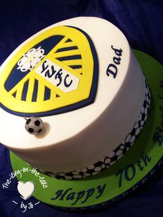 Leeds united fan cake! 40th Birthday Cakes For Men, 50th Cake, Harry Potter Cake, Leeds United, Cake Pops, Cake Toppers, Fondant, Football Cakes, Icing
