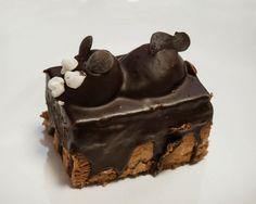 Δοκιμάσαμε τέσσερα από τα σοκολατένια (και πολύ δημοφιλή) ποντικάκια που μπορείς να βρεις ακόμα στα ζαχαροπλαστεία της Αθήνας. Athens, Cake, Desserts, Food, Pastel, Deserts, Kuchen, Cakes, Dessert