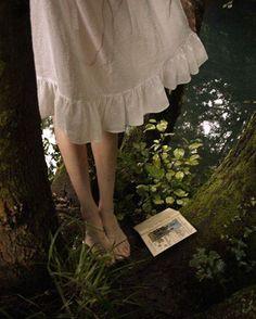 La solitudine non deve essere un demone che incupisce le nostre giornate ma una compagna con la quale godersi avventure segrete.  Eleonora Della Gatta