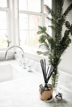 So simple & classic with a hint of Christmas decor! My home smells just like a Christmas tree! I'm in love with my @thymesfragrance Frasier Fir products! #ad #FrasierFir