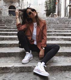 Awesome. image 472 #streetfashionphotography Moda Streetwear, Streetwear Fashion, Girl Photography Poses, Fashion Photography, 90s Fashion, Fashion Outfits, White Fashion, Street Fashion, Photographie Portrait Inspiration