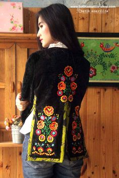 Batik Amarillis's Amarillissima jacket in Hungarian embroidery on velvet & batik wonogiren   ,it's beautiful ,unique & special ,The style is vintage 1867's Victorian wardrobe inspired, the unique style & cutting of this beautifully tailored garment will turn heads with its captivating design.
