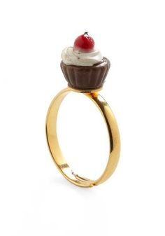 Encontre esto: 'Cupcake Runneth Over Ring' en Wish, ¡échale un ojo!
